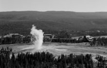 people-at-old-faithful